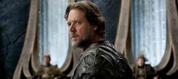 Russell Crowe Discusses Suiting Up for Superman Prequel
