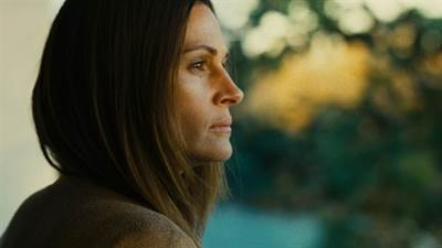 Julia Roberts in Talks to Star in Homecoming TV Series