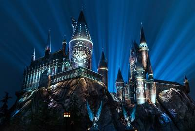 Universal Orlando Resort to Debut The Nighttime Lights at Hogwarts Castle