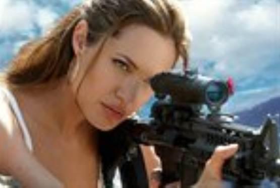 Angelina Jolie to Star in Luc Besson Sci-Fi Thriller